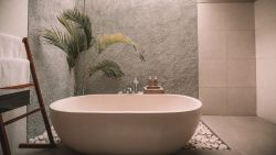 Zo maak je de badkamer schoon in 11 minuten
