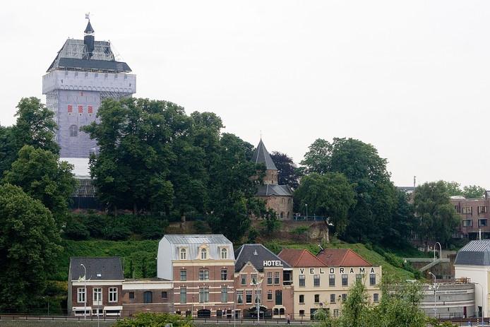 Een tijdelijke donjon-toren, jaren geleden.