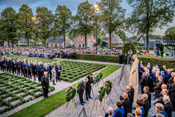 Herdenking van de Puttense razzia bij het monument de Vrouw van Putten.