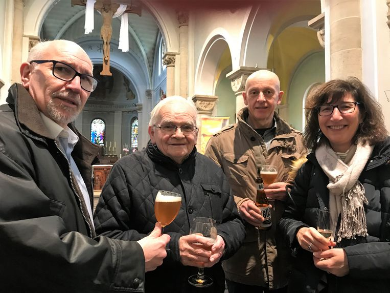 Begin maart gaf  Pastoor Gust (2de links) nog een degustatie voor Broederlijk Delen in de St.Lambertuskerk in Neerharen