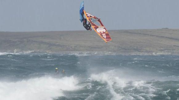 De enorm koude temperaturen (tot wel 5 graden) en de windstoten tot 130 km per uur maakten het de deelnemers niet gemakkelijk.