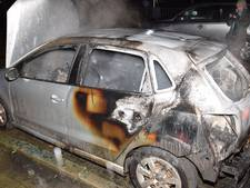 Auto verwoest door brand in Feijenoord
