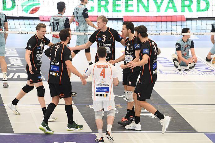 De spelers van Lindemans Aalst vieren een punt in de wedstrijd van afgelopen weekend tegen Borgworm. Hebben zij ook woensdag tegen Roeselare reden tot juichen?