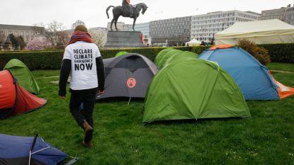 """Peter De Roover (N-VA) praat met klimaatkampeerders: """"Ik ben niet overtuigd, hoeveel begrip ik ook heb voor actievoerders"""""""