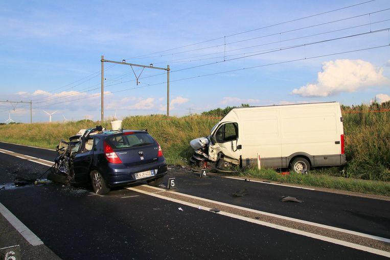 De auto van Etienne reed frontaal in op de bestelwagen.