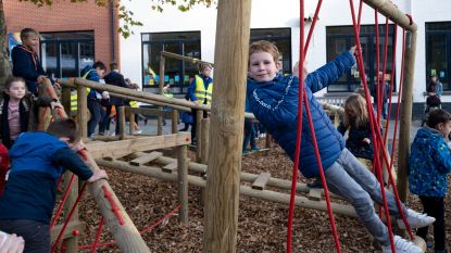 Leerlingen De Basis leven zich voortaan uit op interactieve speelplaats