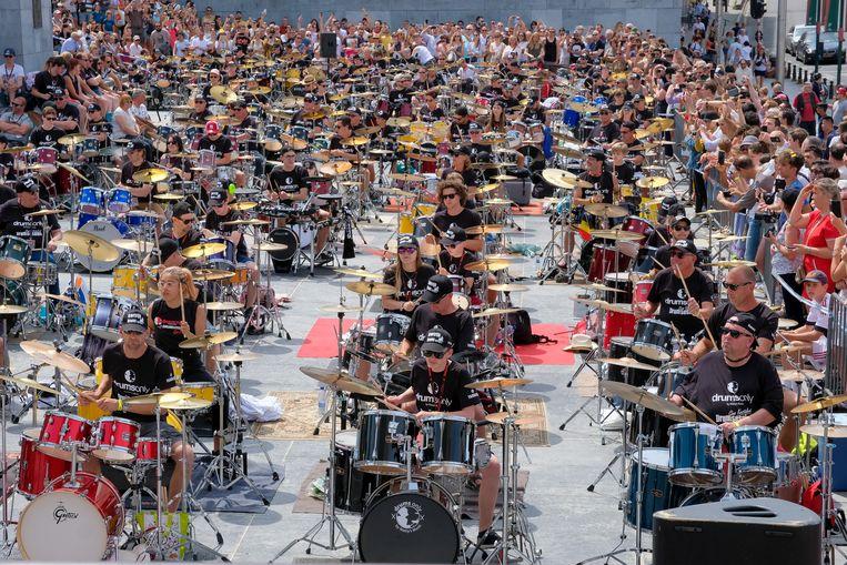 50 drummers uit Heule trokken de aandacht op de Kunstberg