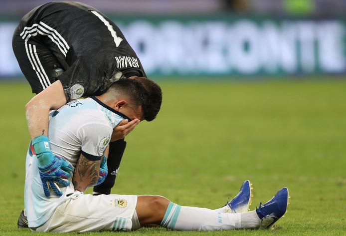Argentijnse spelers reageren verslagen.
