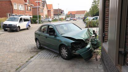 Drie gewonden bij crash tegen gevel