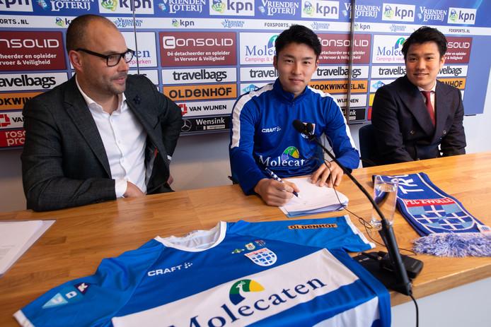 Yuta Nakayama bij zijn presentatie bij PEC Zwolle.