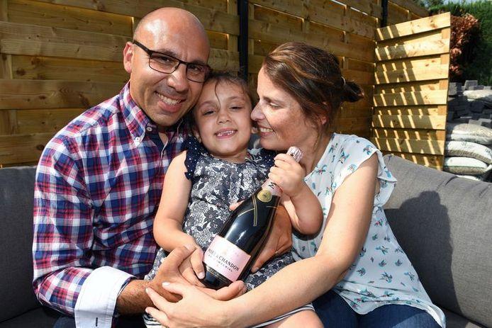 De ouders van het meisje ontkurkten woensdag alvast een fles champagne om het nieuws te vieren.