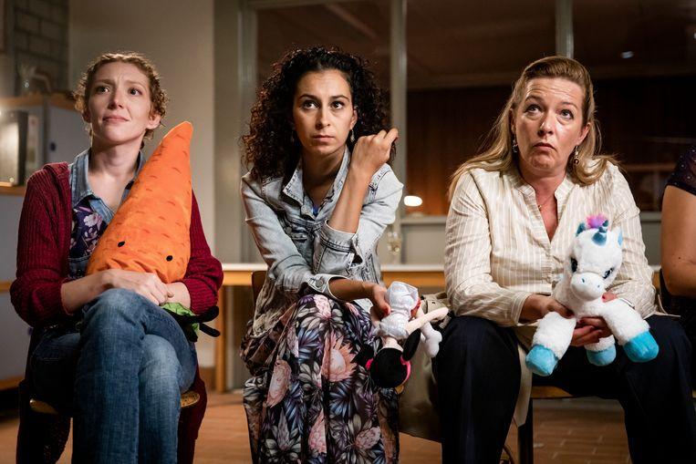 Hélène Devos (Kim), Ikram Aoulad (Mel) en Isabelle Van Hecke (Angelique). Beeld VTM