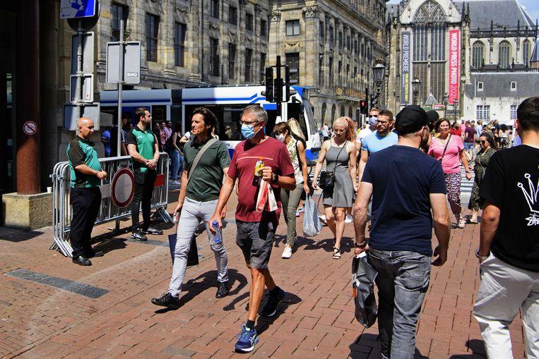 De Kalverstraat in Amsterdam, afgelopen zaterdag. Druk? Nog lang niet zo druk als voor de coronacrisis.  Beeld ANP
