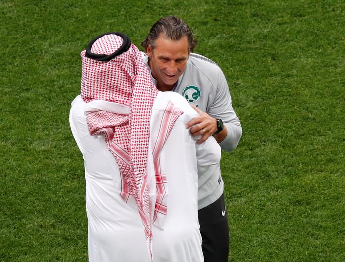 Bondscoach Juan Antonio Pizzi met  Turki Al Sheikh, minister van Sport in Saoedi-Arabië.