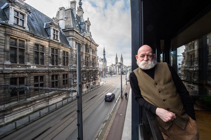 De Bergse dichter Bert Bevers, al sinds 1998 Antwerpenaar.