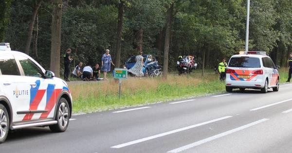 Scooterrijders rijden door na ernstig ongeluk met wielrenner in Renswoude.