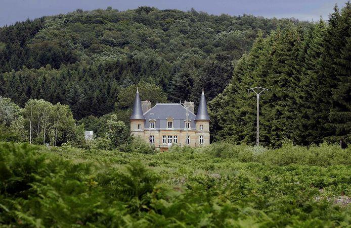 Na een eerste dag zoeken in Ville-sur-Lumes, is de zoektocht naar het lichaam van Estelle Mouzin dinsdag hervat op het domein van het kasteel van Sautou in Donchery. Het kasteel was eveneens een eigendom van de seriemoordenaar Michel Fourniret, op een tiental kilometer van het huis in Ville-sur-Lumes.