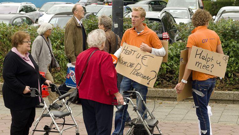 CNV Jongeren voeren actie en bedelen voor solidariteit omtrent de pensioenen bij de bij de 50PlusBeurs in de Jaarbeurs in Utrecht. © ANP Beeld
