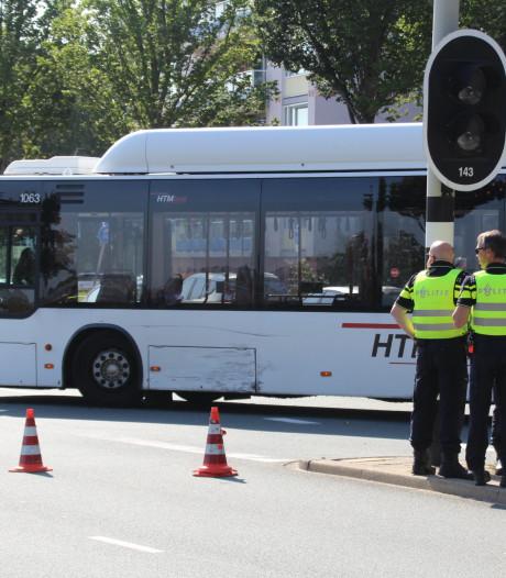 Auto botst op lijnbus Erasmusweg