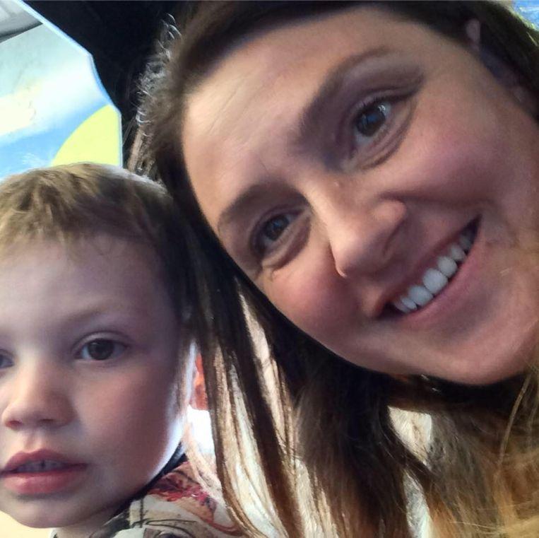 Kelly met haar 5-jarig zoontje Archie. Hij is de oom van de pasgeboren Nellie.