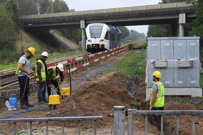 Het spoor tussen Venlo en Nijmegen wordt van nieuwe beveiliging voorzien.