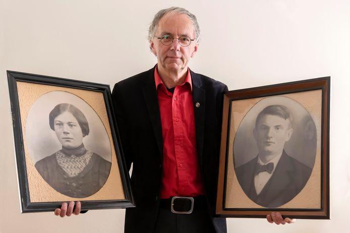 Ad van den Oord toont foto's van zijn grootouders, Janske Rokven en Dorus Diepens.
