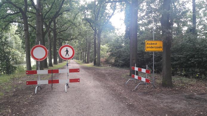 Het pad werd direct afgesloten na de vondst van asbest.