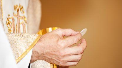Hosties 'vangen' in de kerk? Bisdom van Brugge heeft handleiding klaar voor kerkbezoek