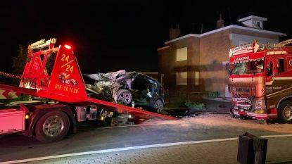 19-jarig meisje zwaargewond na frontale klap tegen vrachtwagen
