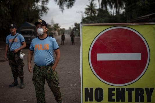 De autoriteiten verbieden bewoners nog langer bij de vulkaan te verblijven.