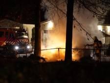 Auto brandt uit in Deventer