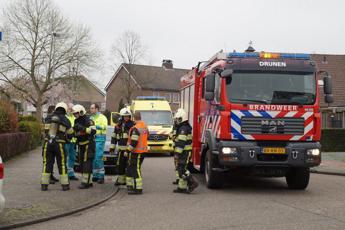 Hulpdiensten in de straat waar het gaslek was.