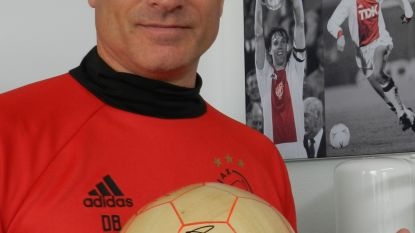 """De Houten Bal aflevering 17, met Dennis Bergkamp: """"Vlak voor tijd, bij de stand 1-1, kreeg Frank de Boer de bal en opeens gebeurde er iets in het stadion"""""""