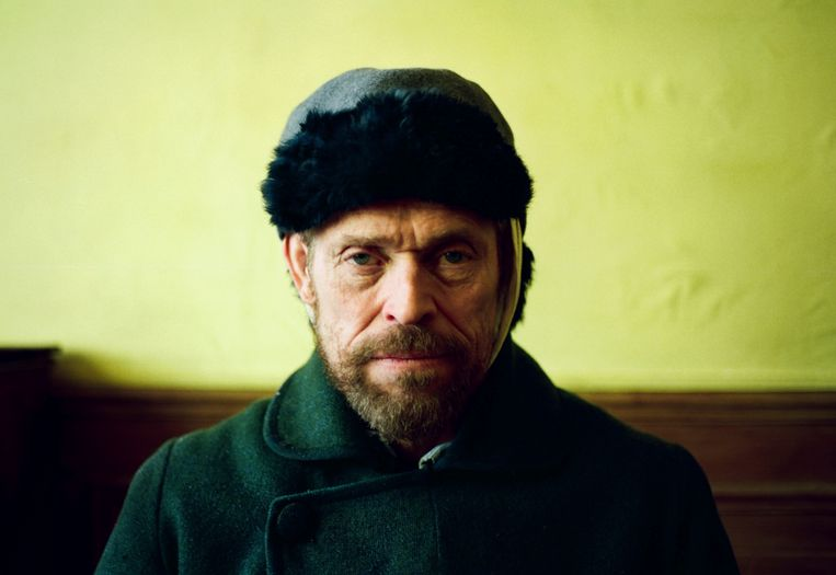 Willem Dafoe als Vincent van Gogh in de biopic 'At Eternity's Gate'. Beeld null