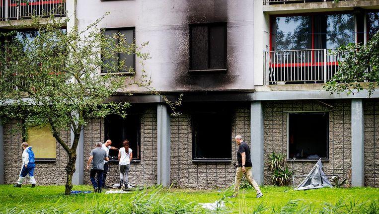 De brand in de flat aan de Rode Kruislaan in Diemen woedde op de begane grond Beeld anp
