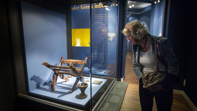 De Krim-collectie bestaat uit onder meer een gouden zwaardschede, een pronkhelm en talloze juwelen. Beeld anp