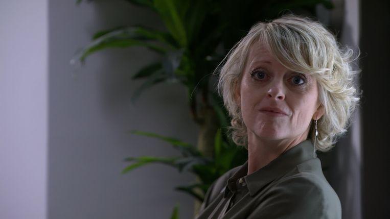 Béatse is getrouwd met VRT-gezicht Jan Van Looveren en speelde eerder in 'De zonen van Van As'.