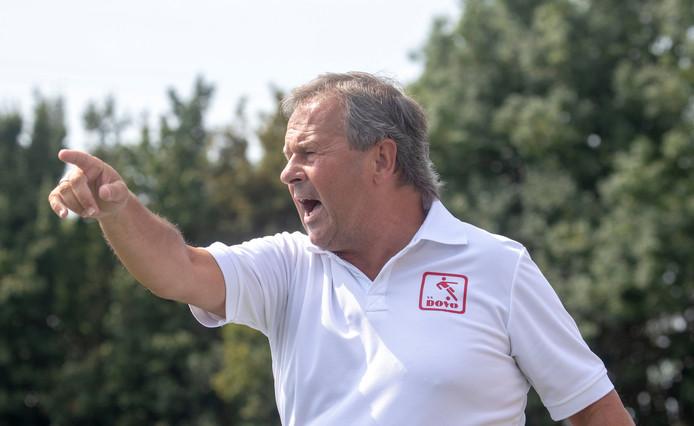 DOVO-trainer Gert Kruys hoopt op een betaald voetbalclub als volgende tegenstander.