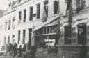 De bommen van de Engelsen richtten enorme schade aan. Niet alleen het bunkercomplex en de villa met Duitse leiders werden geraakt, veel afzwaaiers kwamen in de omgeving terecht. Daarbij vielen vele doden. Op deze foto: vernielde panden aan de Vrieseweg.