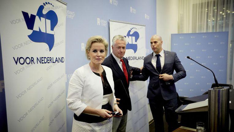 Moszkowicz (midden) tussen partijgenoten Laurence Stassen en Joram van Klaveren Beeld anp
