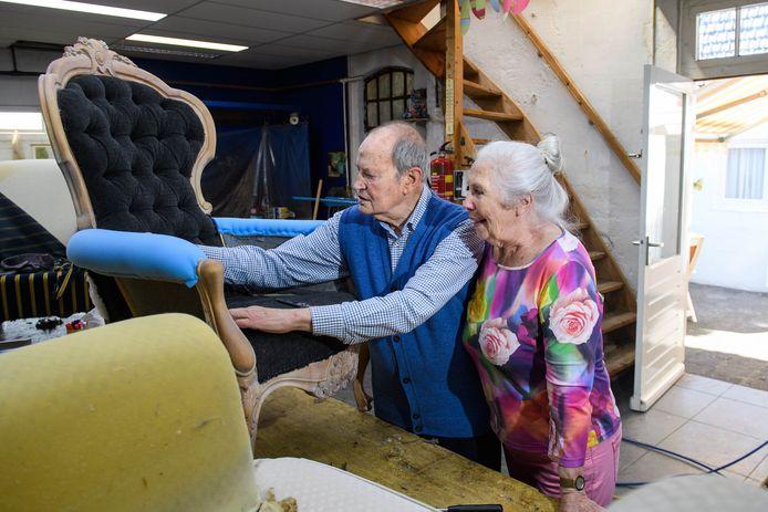 Herman en Gerda Joostens stoppen na 56 jaar met hun meubelstoffeerderij.