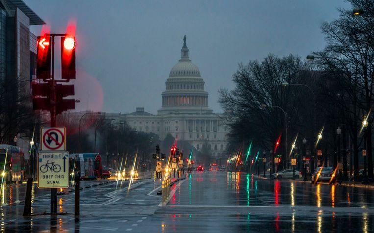 Washington DC ligt er dezer dagen verlaten bij. Het Huis en de Senaat kwamen gisteren slechts een paar minuten bij elkaar om vast te stellen dat er nog altijd geen akkoord is om de shutdown te stoppen.
