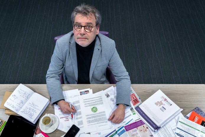 Raadslid Laurens van Voorst van Meierijstad zoekt zich suf naar een gaatje in zijn agenda om alle raadsstukken door te ploegen.