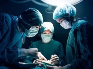 Un reportage de la RTBF sur les implants mammaires fâche les chirurgiens plasticiens