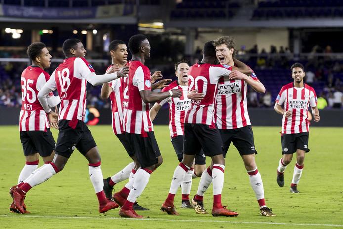 PSV-speler Sam Lammers heeft de 1-1 gescoord tijdens de oefenwedstrijd tegen het Braziliaanse Corinthians.