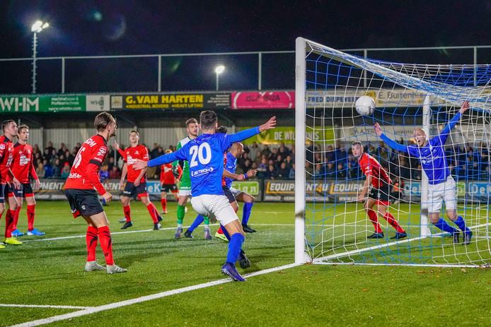 GVVV komt op 2-1 tegen Helmond Sport.