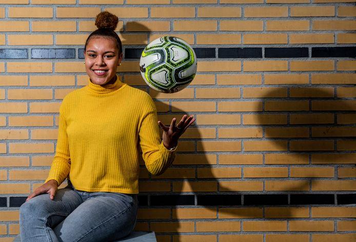 """Licia Darnoud uit Apeldoorn heeft voor een jaar bijgetekend bij FC Twente. ,,Voor mij is het belangrijkste dat ik veel aan spelen toekom."""""""