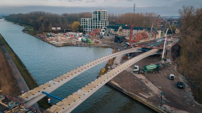 Wandel zondag al eens op de nieuwe Dorpsbrug