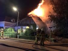 Postcommandant tijdens grote brand in Voorst met hartklachten naar ziekenhuis