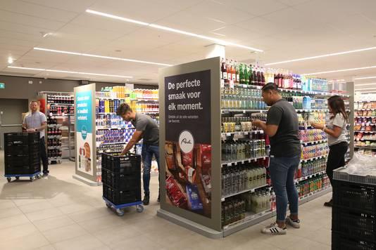 Er wordt hard gewerkt bij de vernieuwde Albert Heijn op Keizerslanden die woensdag open gaat.